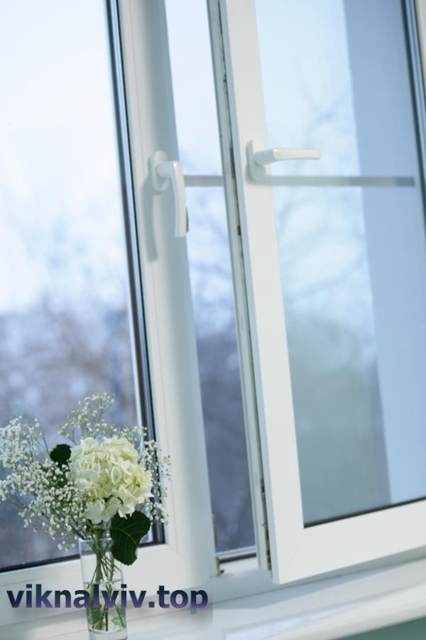 Чому пітніють металопластикові вікна?